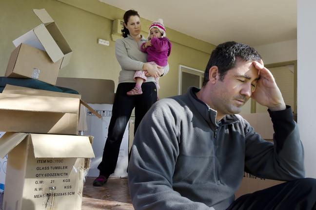 Как выселить человека из квартиры, если он в ней прописан